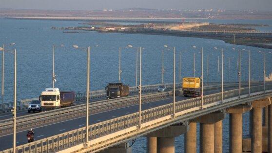 Более 30 машин не смогли проехать через Крымский мост из-за карантина