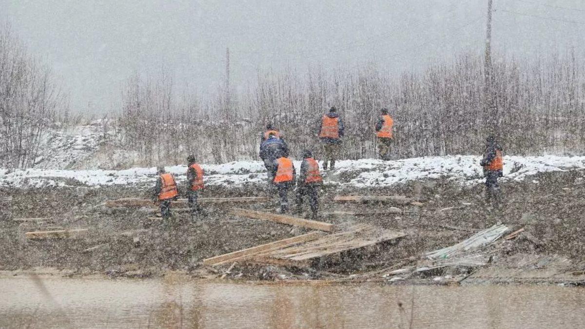 Один из пропавших при прорыве дамбы в Красноярском крае найден живым