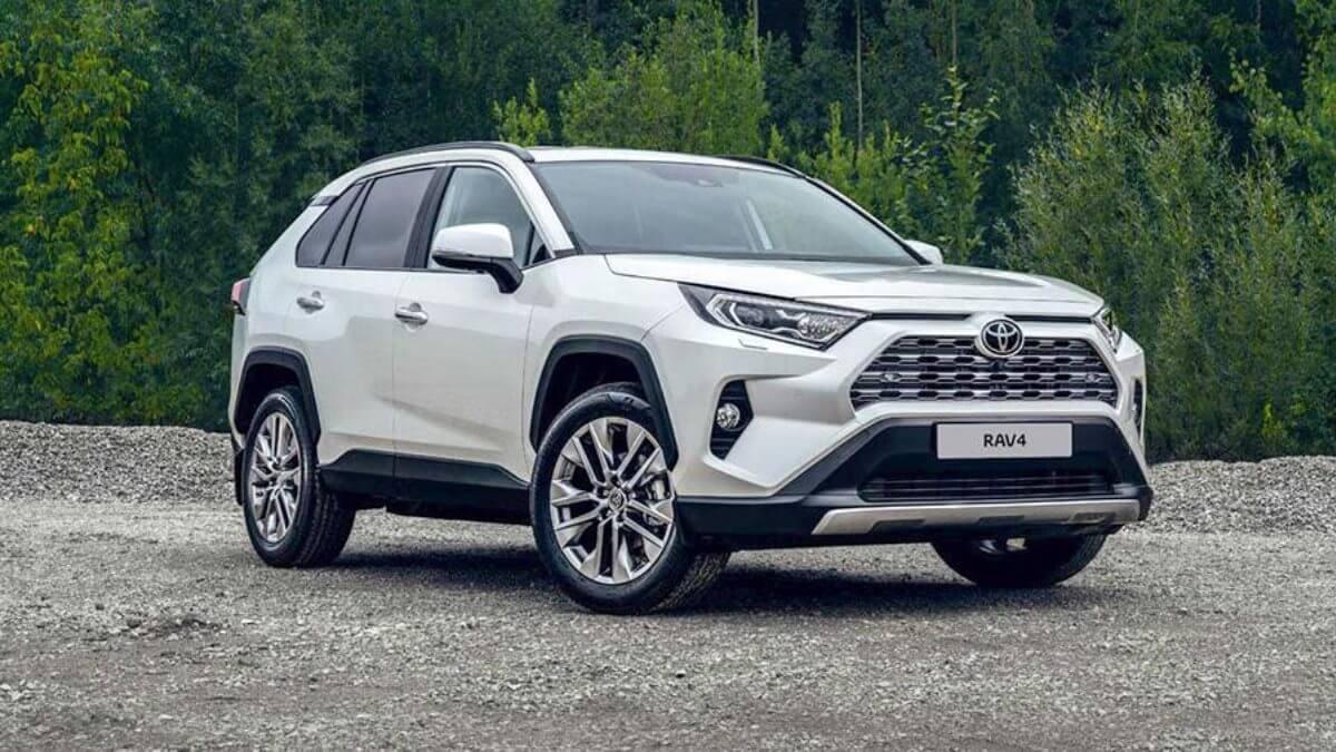 Toyota объявила цены на новый кроссовер RAV4 в России