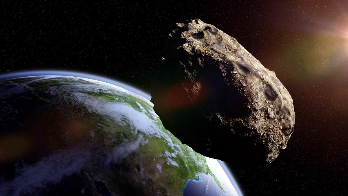 К Земле с огромной скоростью мчится астероид