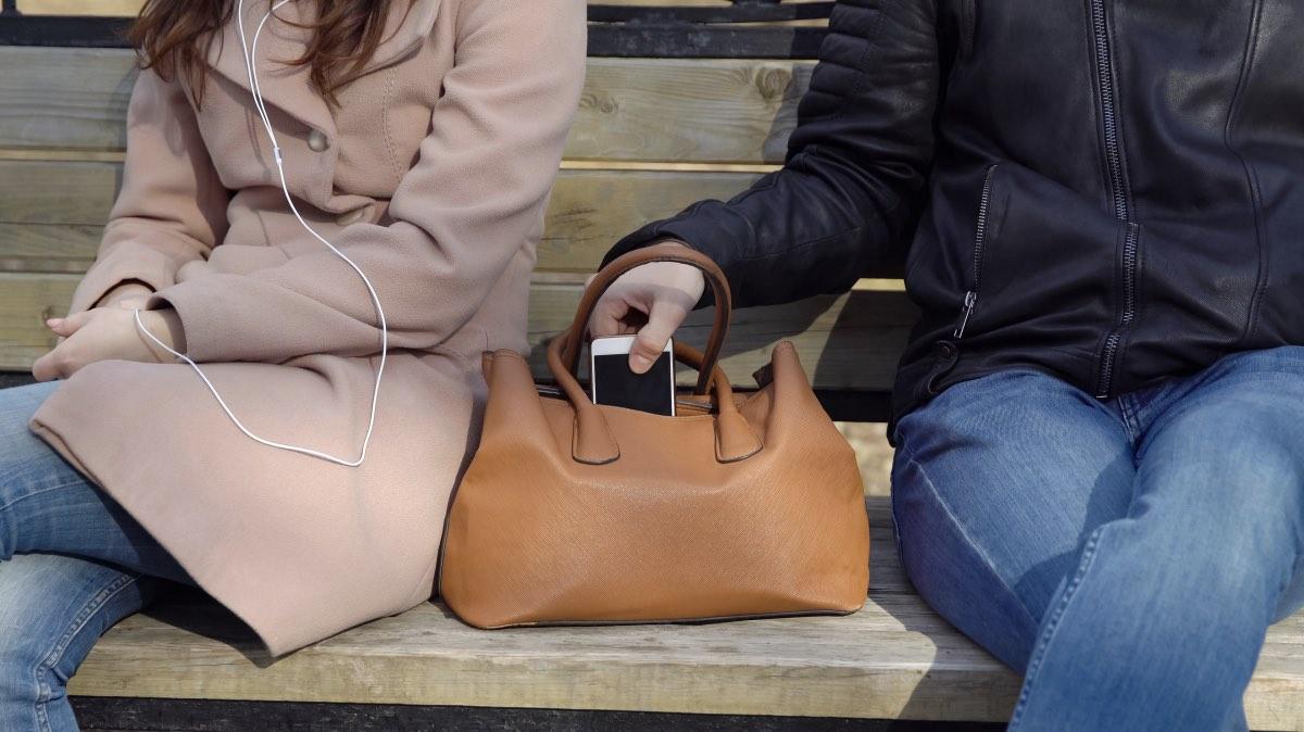 Эксперты рассказали, что делать, если украли смартфон