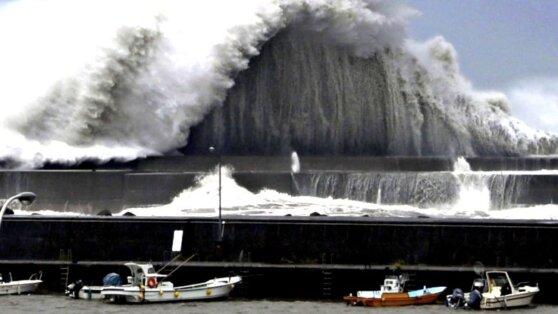 На Токио идёт самый мощный тайфун за последние 60 лет