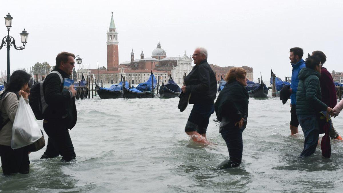 Появилось видео затопленного центра Венеции