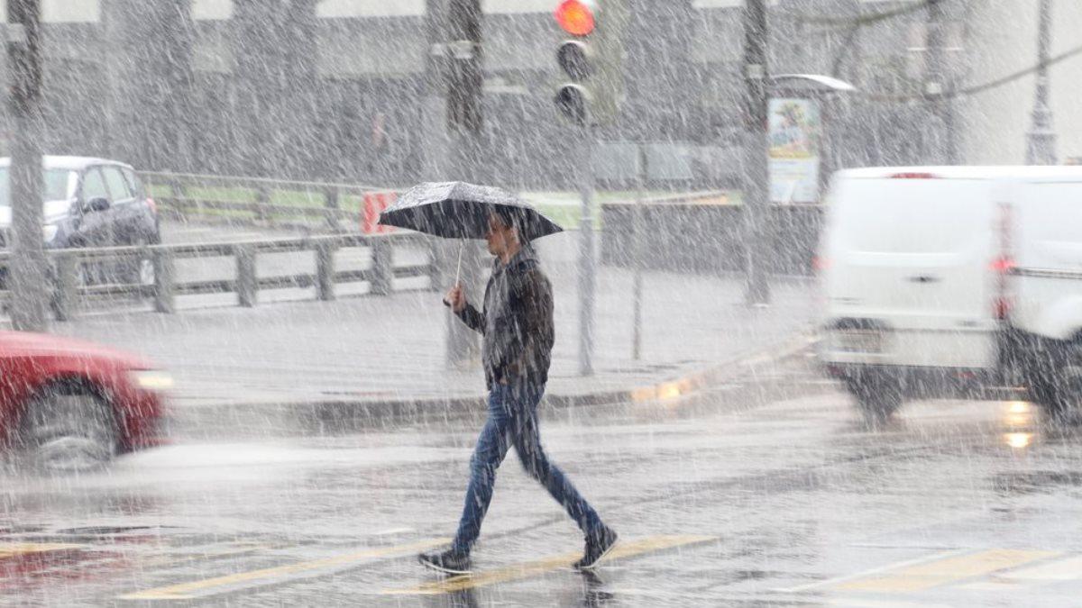 Москвичам пообещали последний день аномального тепла