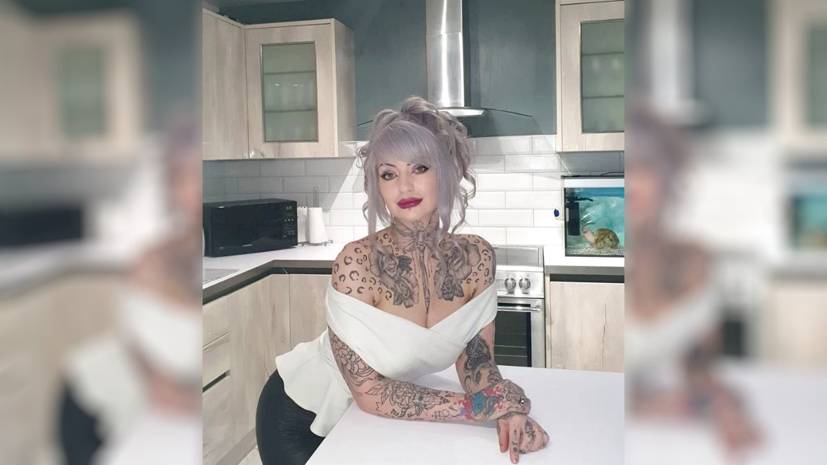 Британка решила стать самой татуированной мамой ради детей