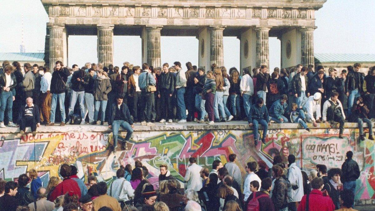 В чем время падения Берлинской стены перекликается с сегодняшним днем