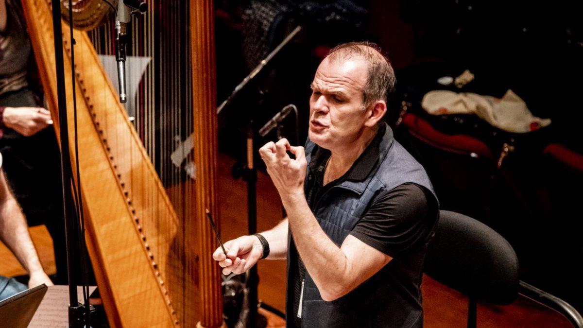 В России впервые выступят дирижёр Ксавье Рот и оркестр «Столетия»