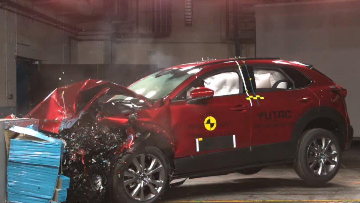 Краш-тест самого безопасного автомобиля показали на видео