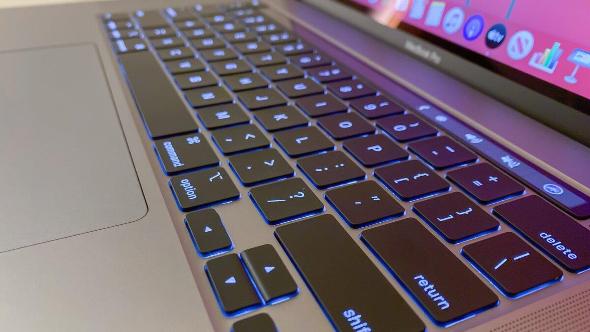 Apple представила на видео новый MacBook с нормальной клавиатурой