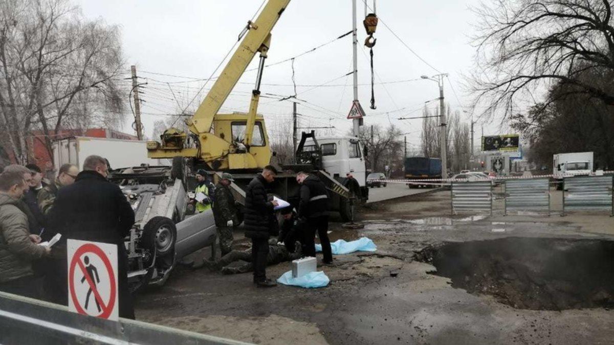 Опубликовано видео с места падения Lada в яму с кипятком в Пензе