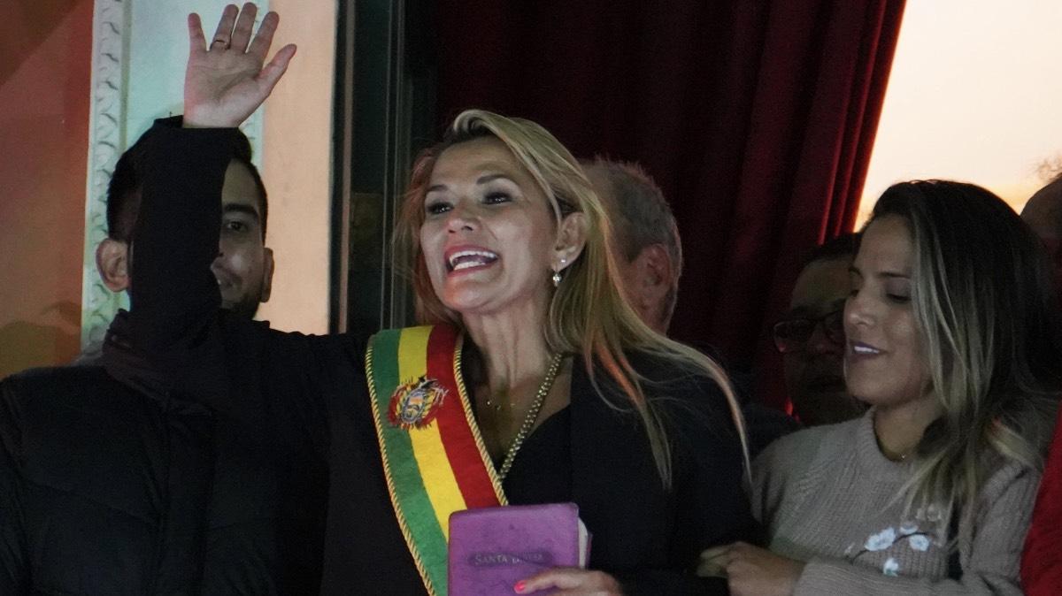 Армия Боливии признала Аньес исполняющей обязанности президента