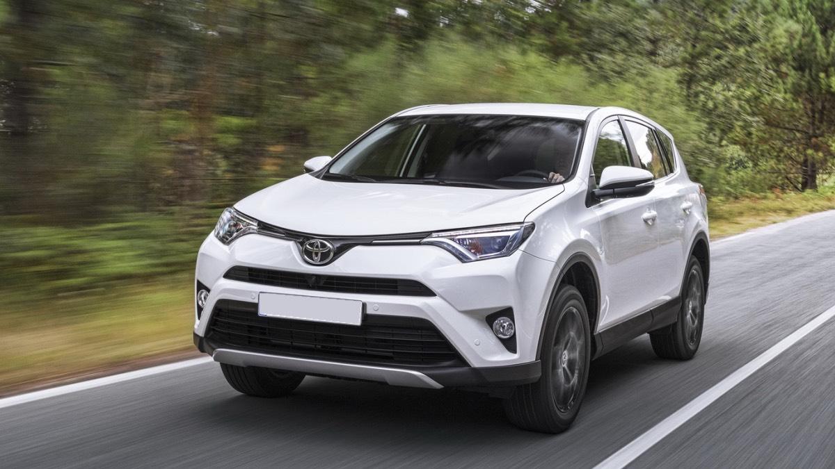 Toyota рассказала о росте продаж RAV4 в России