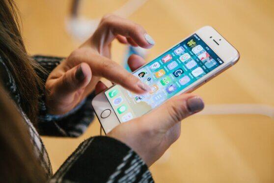 Apple разрешит менять стандартные браузер и почту в iPhone