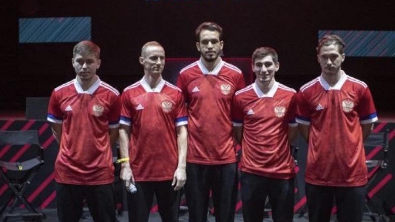 Аdidas объяснил перевернутый флаг на форме российской сборной по футболу
