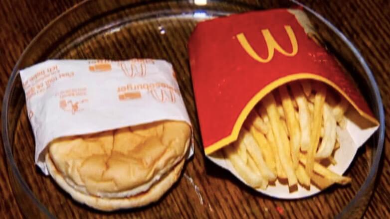 Исландец 10 лет хранит картофель фри и чизбургер из
