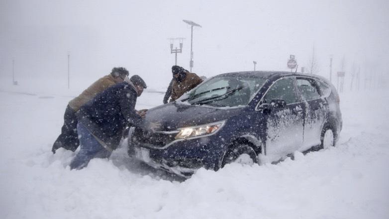 Водителям дали советы по спасению автомобиля из грязи и снега