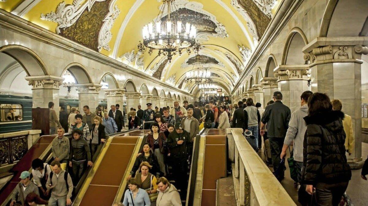 Названы самые раздражающие виды пассажиров московского метро