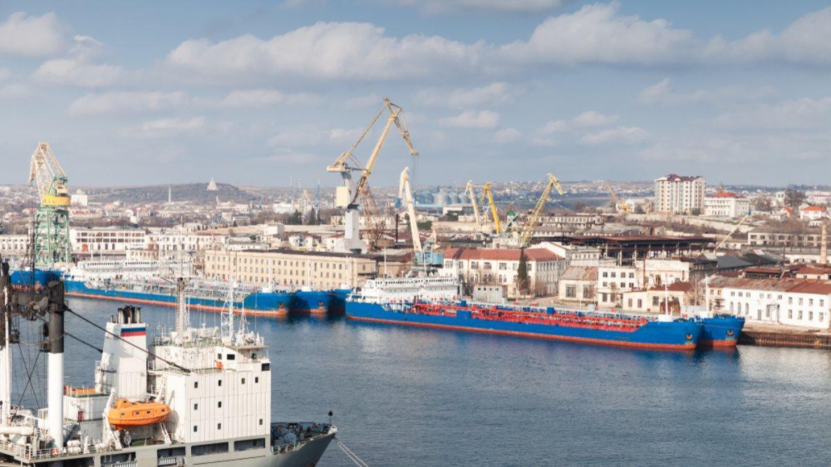 Киев решил потребовать от Москвы выплаты компенсации за порты в Крыму