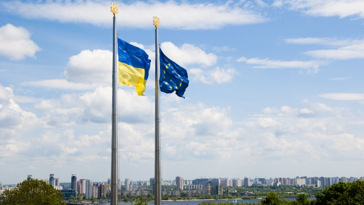 Киев потребует от ЕС компенсаций за отмену санкций против России