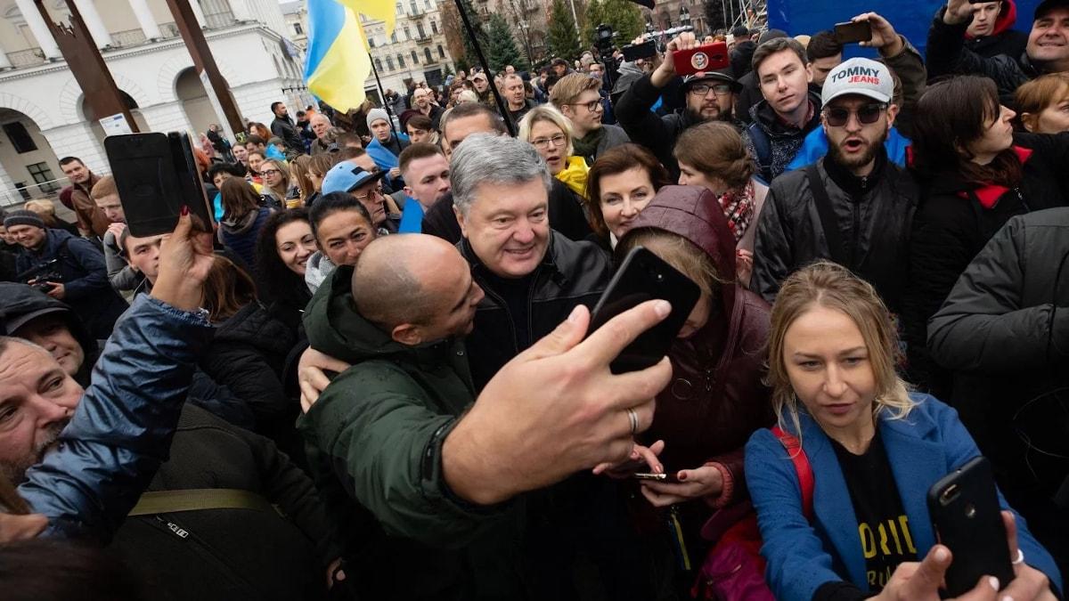Порошенко призвал европейских лидеров не сдавать Украину