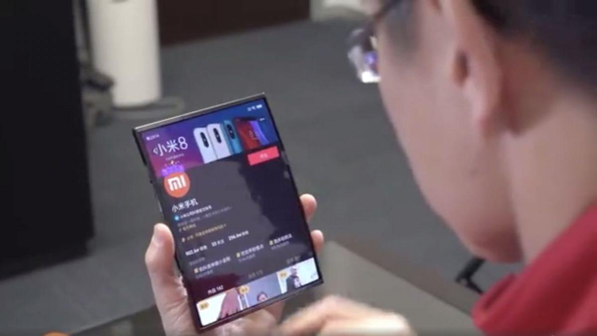 В сети появились первые изображения складного смартфона Xiaomi