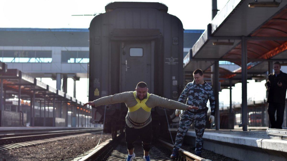 В Крыму силачам при подготовке к рекорду России не хватило вагонов