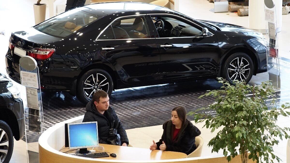 Покупка автомобиля машины автосалон автодилер дилерский центр