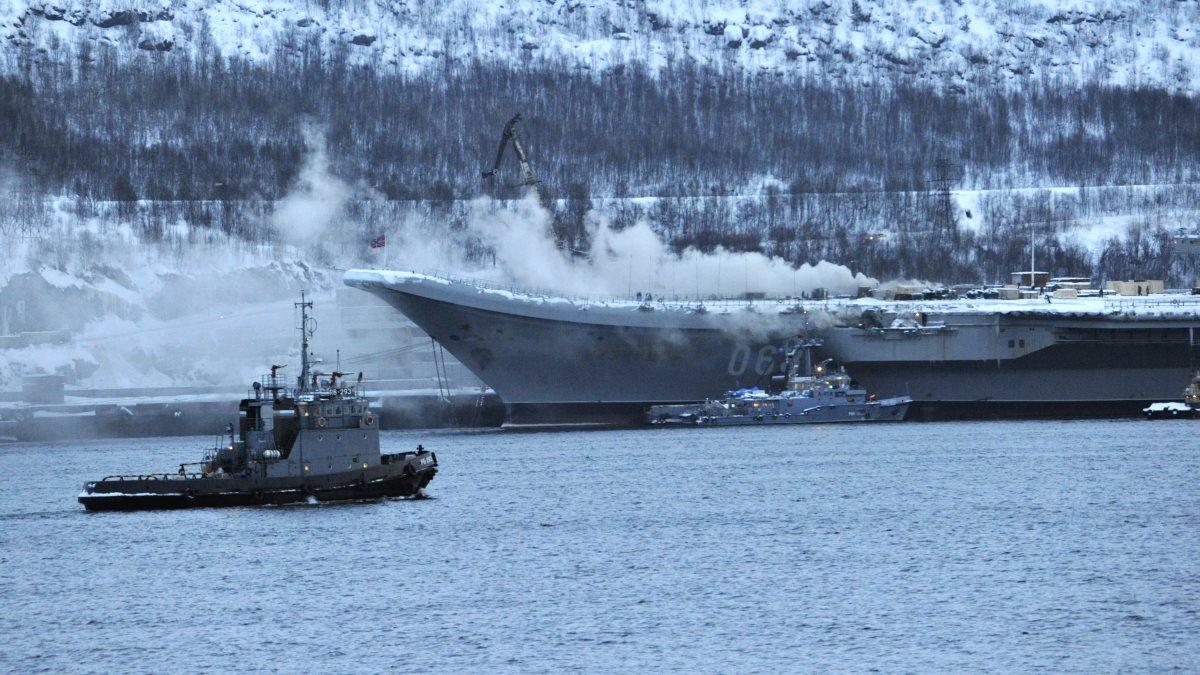 Пожар на крейсере «Адмирал Кузнецов» сняли на видео