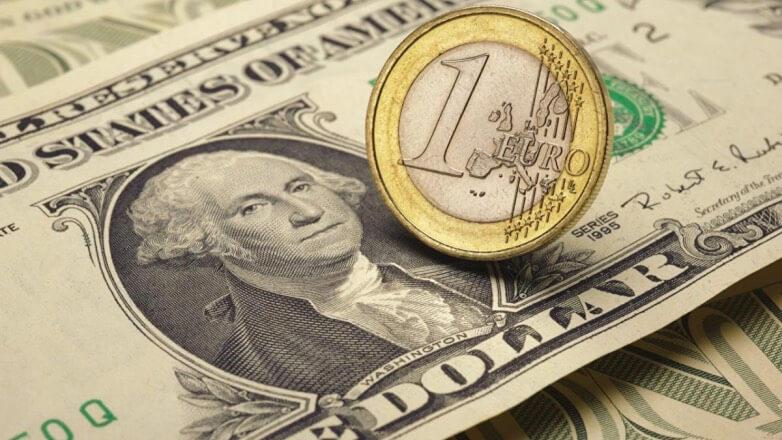 Доллар начал торги с роста