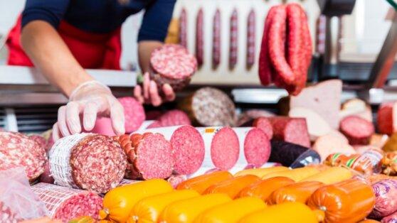 Россиянам объяснили, как правильно выбирать колбасу