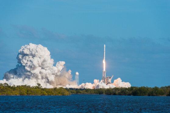 В США успешно стартовала ракета-носитель Falcon 9 со спутниками на борту
