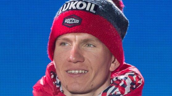 Большунов победил в скиатлоне на этапе Кубка мира