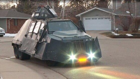 Экстремал купил бронированный грузовик для погони за торнадо