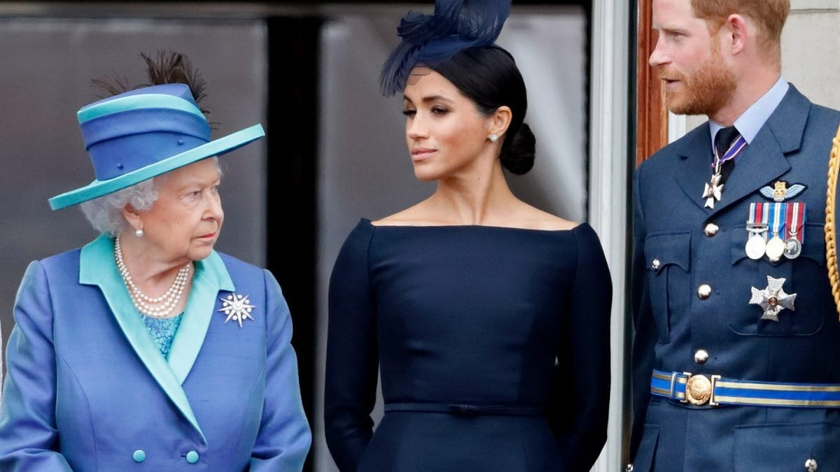 Елизавета II Меган Маркл и принц Гарри взгляды
