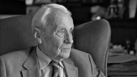 Во Франции умер сын автора «Властелина колец» Кристофер Толкин