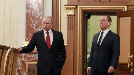Правительство России в полном составе ушло в отставку