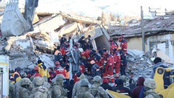 В Турции выросло число жертв землетрясения