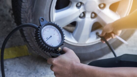 Водителям дали рекомендации по накачиванию шин зимой