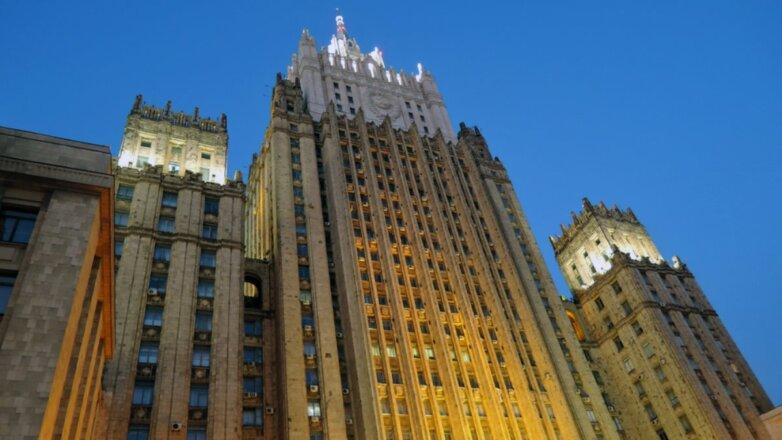 Здание МИД Министерство иностранных дел РФ сумерки