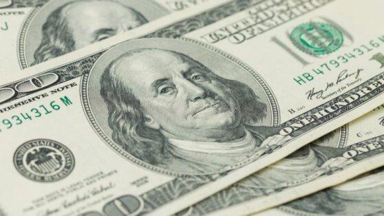 Доллар превысил отметку в 65 рублей впервые с октября 2019 года
