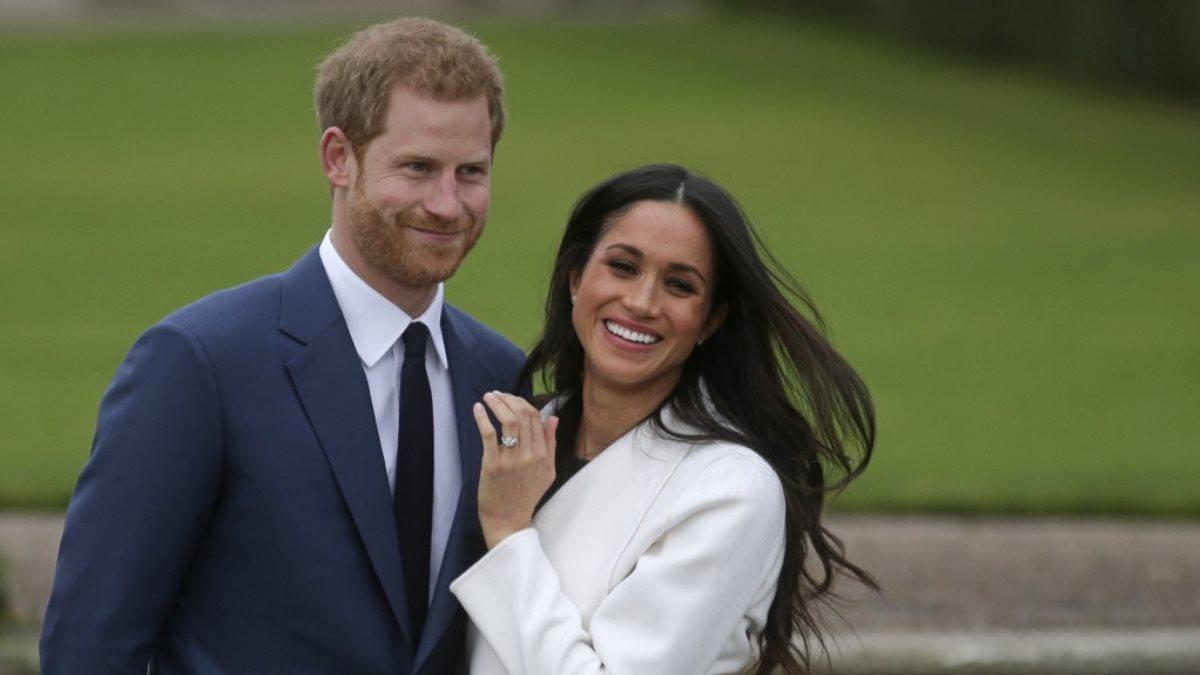 Принц Гарри и Меган Маркл улыбаются два
