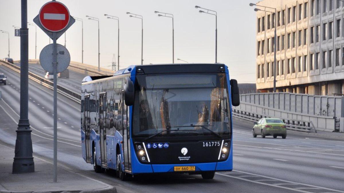 Автобус общественный транспорт