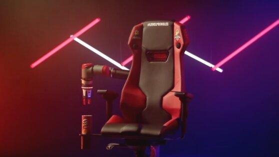 В России создали спасающее геймеров от голода кресло