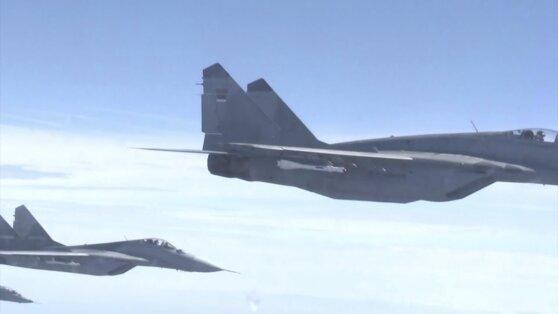 Опубликовано видео сопровождения самолета Шойгу сербскими ВВС