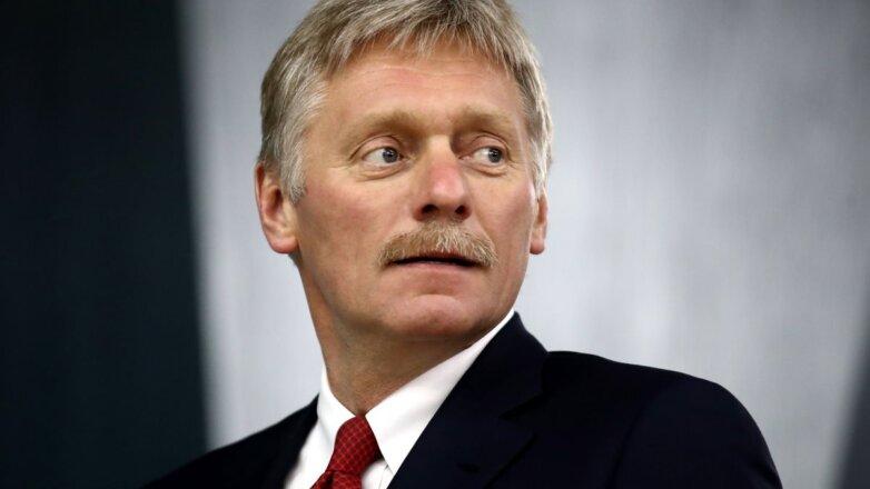 Пресс-секретарь президента России Дмитрий Песков красный галстук