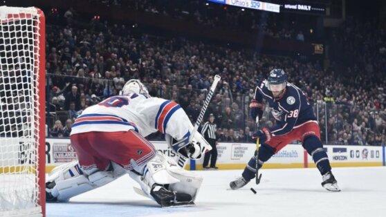 Российский голкипер пропустил курьезный гол в матче НХЛ