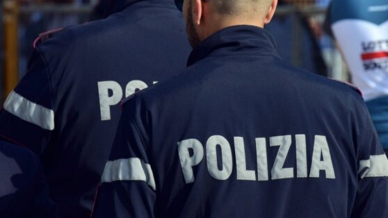 Полиция Италии начала обыски в номерах российских биатлонистов