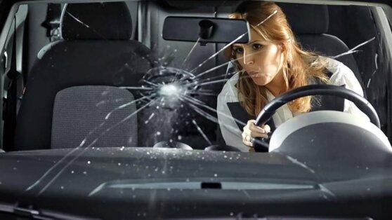Автомобилистам дали советы по замене лобового стекла