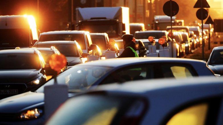 Московским автомобилистам полностью запретили проезд по выделенкам