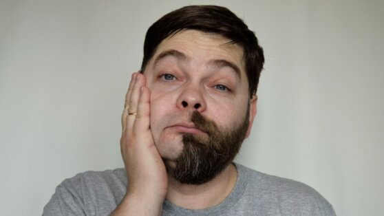 Мужчинам с усами и бородой назвали радикальный способ защиты от коронавируса